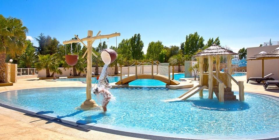 En saison, le camping Le Florida ouvre un beau parc aquatique près de saint Cyprien